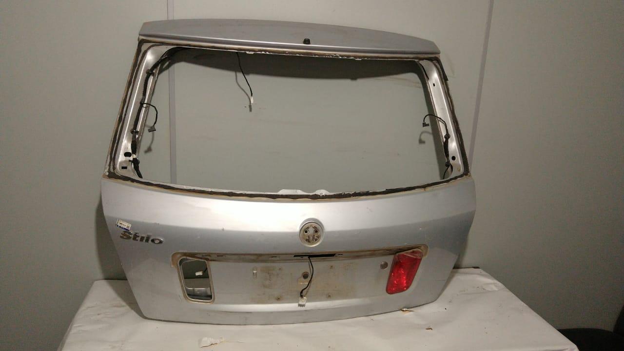 Tampa porta malas Fiat Stilo 2010