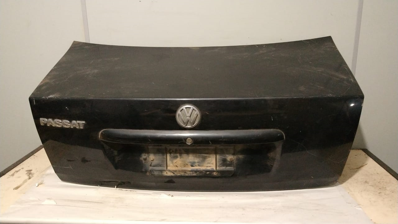 Tampa traseira VW Passat 1998 1999 2000